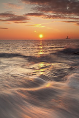 Sun and silk (Steve Clasper) Tags: uk sea sun sunrise coast north coastal northern northeast stmaryslighthouse seatonsluice steveclasper
