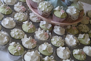 Birdcage cupcakes, Berrow Court by Cotton and Crumbs