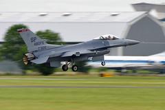 USAF - F-16 landing at the 2011 Paris Air Show (Curufinwe - David B.) Tags: paris france plane aircraft sony flight airshow f16 salon vol usaf runway avion usairforce bourget 70300 70300g a700 sonyalpha700 sony70300gssm bourget2011