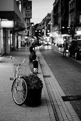 FM2_Planar_Motomachi_20110627_56 (Jun Takeuchi) Tags: street bw film monochrome japan night zeiss 50mm blackwhite nikon bokeh dusk f14 streetphotography xp2 nightview yokohama filmcamera motomachi kanagawa  ilford  fm2 50mmf14 planar   carlzeiss   c41 filmphotography   zf newfm2 fm2n  ilfordxp2super400  nikonnewfm2  planart1450 planar1450 planart50mmf14zf   planart1450zf