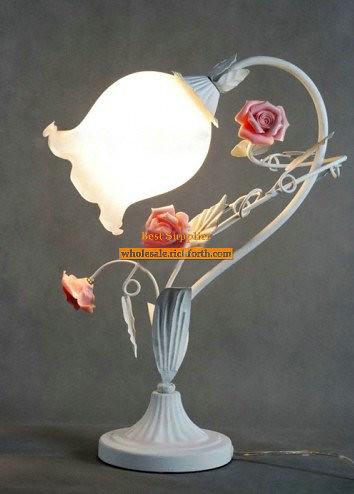 Retro Rose Table Lamp with Wonderful Design