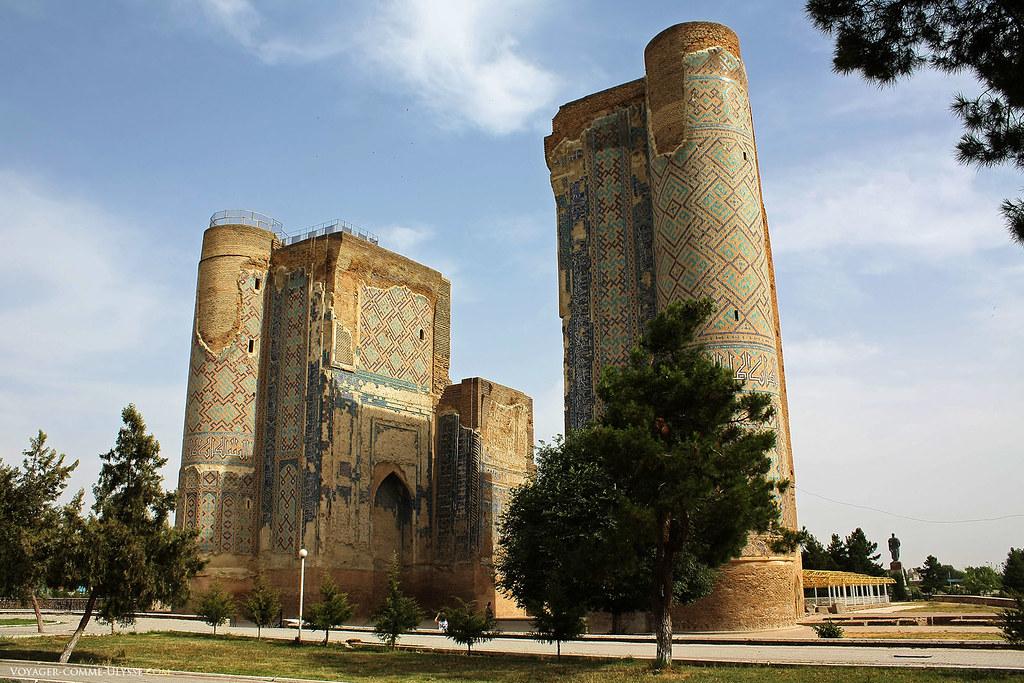 A visita do que resta do grande palácio de Tamerlão, é um dos pontos turísticos mais emocionantes de Shakhrisabz.