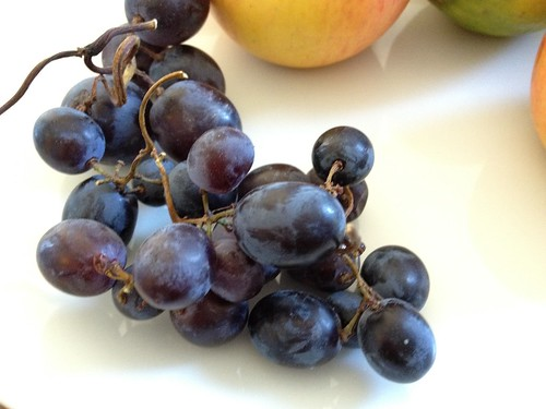 iPhone 4S test shot - grapes