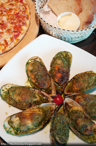 Wine Connection - Gratinated New Zealand Mussels