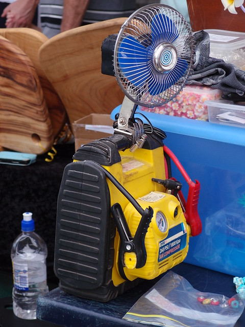 Fan Powered by Air Compressor, Staying Cool Is Serious Business in Darwin - Parap Village Markets