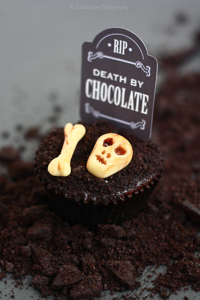 Spooky Graveyard Cupcakes for Halloween!