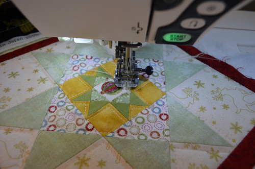 Quilting the Christmas table runner