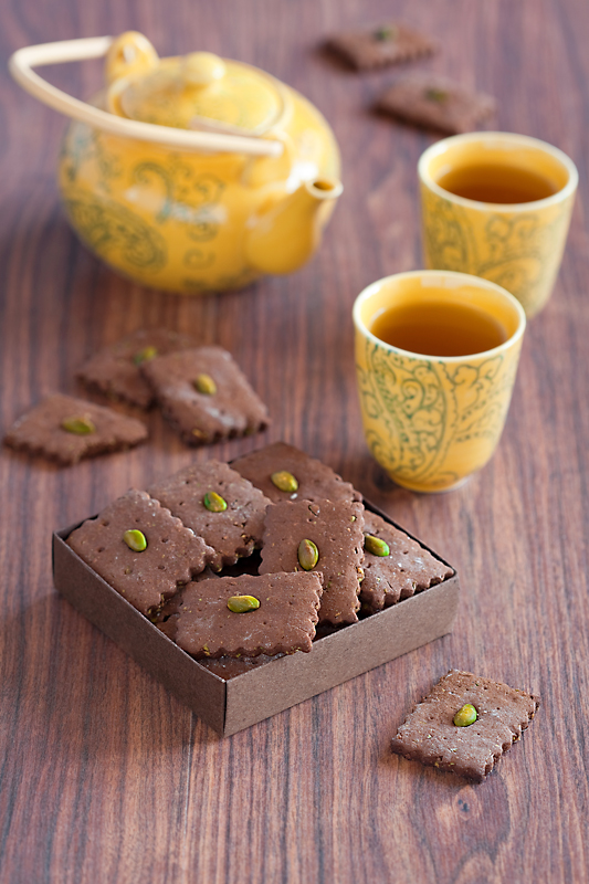 Carob and pistachio Cookies