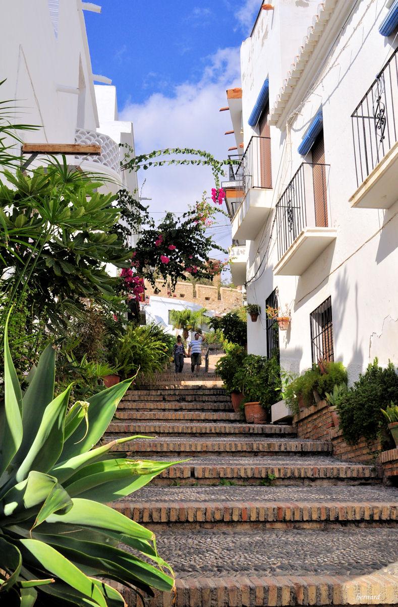 ESPAGNE-SALOBREÑA- ruelle .1- Andalousie- village blanc.r