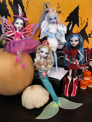 Halloween Costume Party at MH! (Mariko&Susie) Tags: blue costumes ariel halloween abbey monster angel pumpkin costume high wings doll dolls candle or barbie halo pearls fairy demon devil treat trick mermaid spectra mattel lagoona yelps ghoulia marikosusie bominable vondergeist
