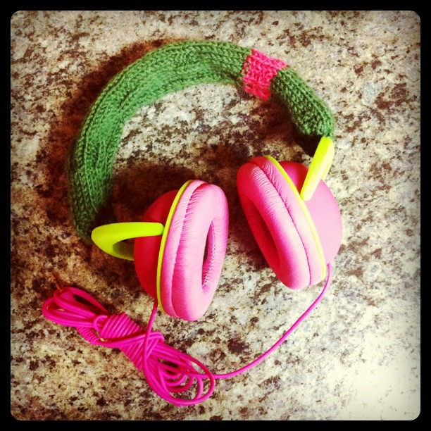 knitted a cozy for my new headphones :D