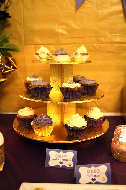 30th Birthday: Golden-Violet - Dessert & Party Table Theme - Cupcakes Stand