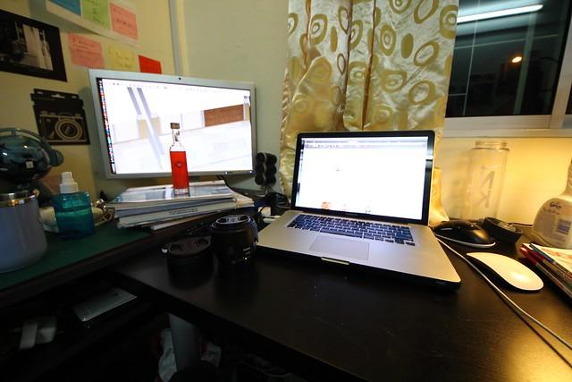 MacBook Pro Monitor Work Midnight Room
