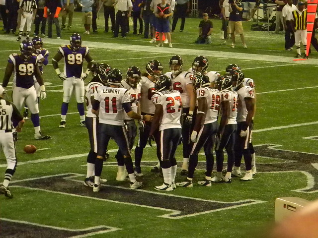 Guion and Ballard wait for MATT LEINART and the Texans to break the huddle