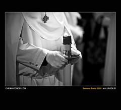 En busca del fuego (Chema Concellon) Tags: blackandwhite espaa blancoynegro night easter noche spain hands europa europe candle dof llama manos valladolid desenfoque nocturna ritual vela 2009 cultura semanasanta medalla tradicin castilla guantes celebracin cofrade penitente procesin rito hollyweek juevessanto castillaylen costumbre religin devocin cofrada hbito sacramental sagradacena chemaconcelln penitencial desenfoqueselectivo fleme hachn cngulo enbuscadelfuego botonadura procesindelasagradacena