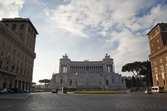 """Piazza Venezia, Altare della Patria • <a style=""""font-size:0.8em;"""" href=""""http://www.flickr.com/photos/89679026@N00/6341090386/"""" target=""""_blank"""">View on Flickr</a>"""