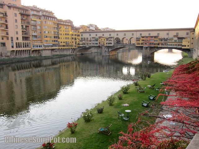 [photo-arno river and ponte vecchio old bridge florence]