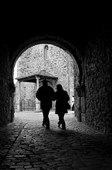 El Tunel (Sonia Montes) Tags: bw white black byn blancoynegro canon pareja paseo tunel soniamontes