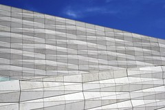 Museum of Liverpool (Jesper2cv) Tags: uk blue england sky white architecture modern facade liverpool blauw waterfront himmel landmark unesco bleu ciel gb architektur angleterre blau wit weiss blanc mersey hemel architectuur engeland merseyside gevel 2011 3xn maritimemercantilecity