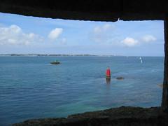 329 (KaRiNe_Fr) Tags: mer france rouge bretagne bateaux rides nuages fentre verte les finistre balise voiles flches lecallot chteaudutaureau stpoldelon bravoruanita