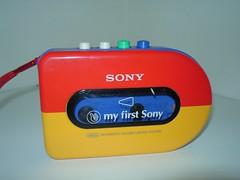 Walkman WM-3300 - My First Sony collectie (BeeldenGeluid) Tags: museum radio ads walkman reclame retro gadgets collectie archief objecten beeldengeluid myfirstsony nederlandsinstituutvoorbeeldengeluid