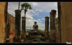 Buddha's prayer (Romain Gac) Tags: canon temple buddha burma bouddha myanmar 1855 burmese hdr mandalay priere birmanie 500d poulout