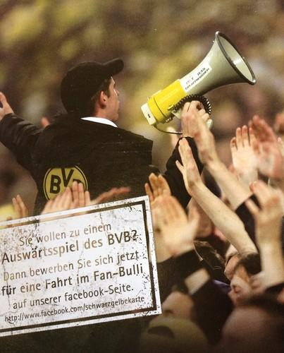 Schwarzgelbe Karte-Werbung mit Vorsänger der Ultras Gelsenkirchen