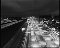 Mamiya RZ67  BW  Ilford100  2  Centralstationen (Gustaf_E) Tags: city bw architecture night analog train mediumformat 50mm blackwhite skne sweden 120film 6x7 malm natt stad centralstation scania arkitektur ilford100 tg centralstationen svartvitt mamiyarz67