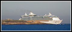 Independence of the Seas (sacre) Tags: sea port mar corua barcos harbour ships olympus cruiseship royalcaribbean crucero acorua lacorua menhires olympus570uz independenceoftheseas