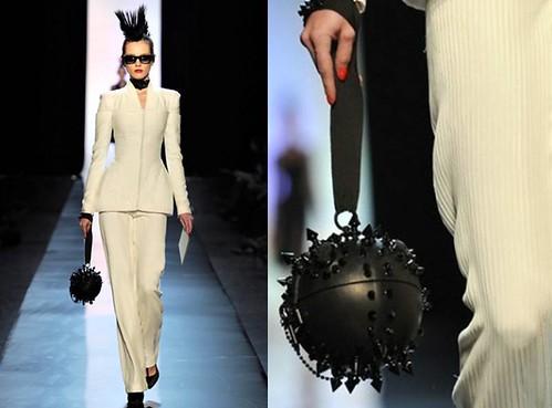 Gaultier-2011-bolso-clavos