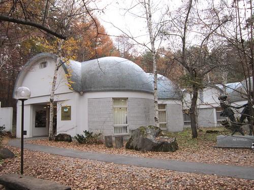 八ヶ岳美術館入り口 2011.11.5 by Poran111