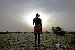 Sunset & warrior (Erberto Zani / Photographer) Tags: sunset canon tramonto warrior ethiopia guerriero photojournalist kalashnikov etiopia fotogiornalista erbertozani