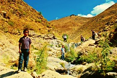 the mountains faces (NESIHO) Tags: mountains kid child valley kurd vadi berivan hizan axkis nesiho