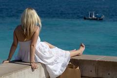 Promenade des Anglais (Gwenal Piaser) Tags: sea woman mer white france girl canon eos boat mar nice mediterranean mediterraneo mare dress 85mm blond 600 400 promenade 7d blonde 300 500 juillet canoneos 1000 mditerrane promenadedesanglais anglais bionda 85mmf18 2011 ef85mmf18usm canonef85mmf18usm eos7d canoneos7d unlimitedphotos gwenaelpiaser linkinternet artistoftheyearlevel3 ef85mmf18usmjuly