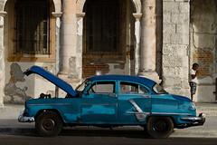 Almendron (azuaravaconmigo) Tags: viaje america calle cuba coche julio malecon vacaciones hombre lahabana izaskun almendron azuaravaconmigo elpasodelnoreste