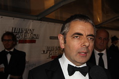Rowan Atkinson zelf op de premiere Johnny English Reborn (Picturesafari) Tags: england usa english film james mr humor bean bond premiere rowan lachen 007 johhny acteur atkinson spanning rodeloper geweld acteren