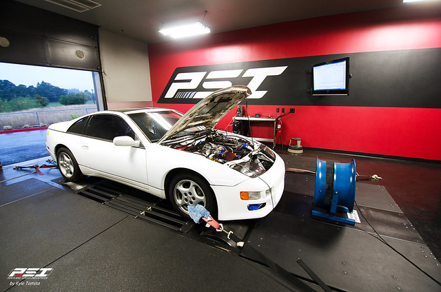 2JZ powered Z32 300ZX on dyno at PSI.jpg