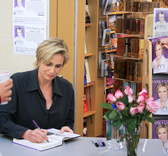 jane lynch, chicago airport