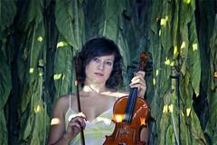 Una violinista en el secadero (4 fotos) @ Jovisur (jovisur) Tags: portrait chica retrato retratos mirada carmen perdida pensativa caperucitaroja