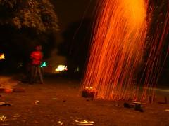 pluie de lumire (Adrakk) Tags: india festival fireworks cracker diwali firecracker ptard inde feudartifice pataka dipavali