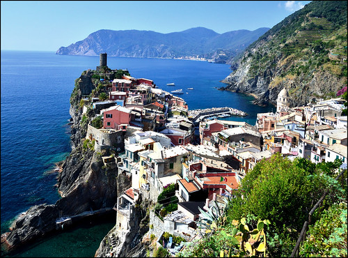 Cinque Terre, Itay, Approaching Vernazza by trail