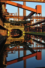 "Essen: Kokerei / coking plant ""Zollverein"" (wwwuppertal) Tags: autumn reflection fall essen herbst worldheritagesite nrw rag ruhrgebiet spiegelung nordrheinwestfalen kokereizollverein eveninglight ruhrregion nopostproduction abendlicht industriekultur unescowelterbe cokingplant straightoutofthecamera denkmalschutz routederindustriekultur worldculturalheritage sooc ruhrkohleag northrinewestphalia nikond90 keinenachbearbeitung stoppenberg afdzoomnikkor354528105mm kulturundnaturerbederwelt internationalebauaustellungemscherpark afzoomnikkor28105mmf35~45difmacro"