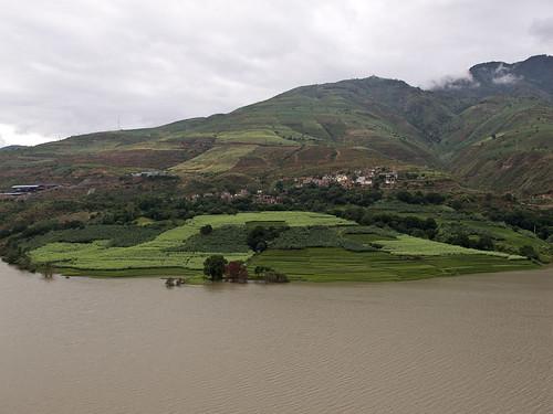 Hills + terraces on Yuan Jiang river