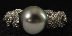 4063. 18KT Black Tahitian Pearl Ring