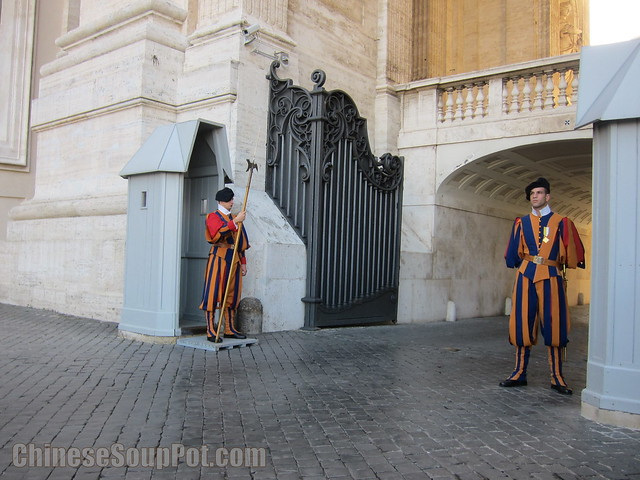 [photo-swiss guards in uniform vatican city]