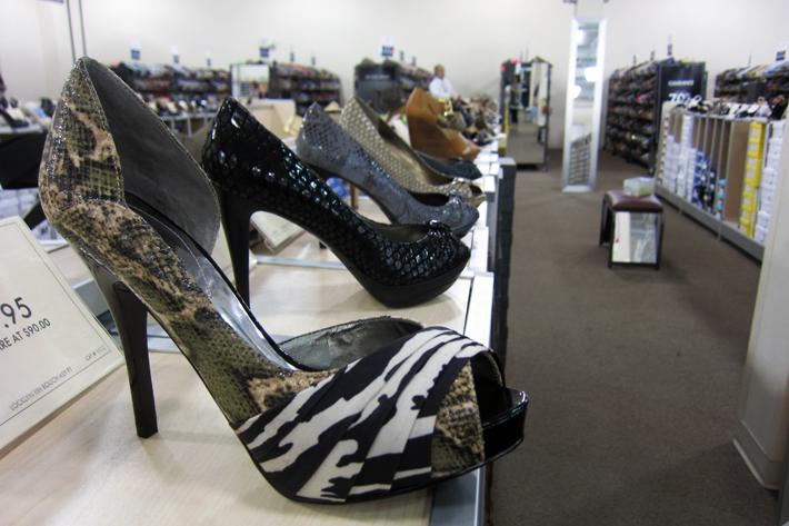 062411_shoesShopping01