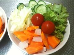 朝食サラダ(2011/7/2): 実家の庭で採れたレタス使用!