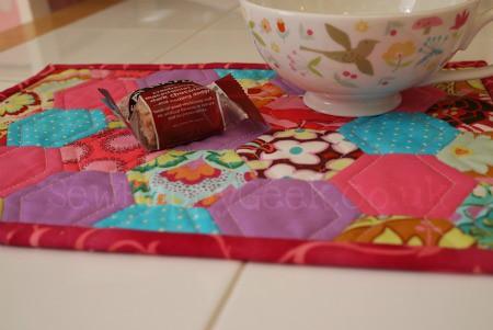 hexy mug rug tutorial 17