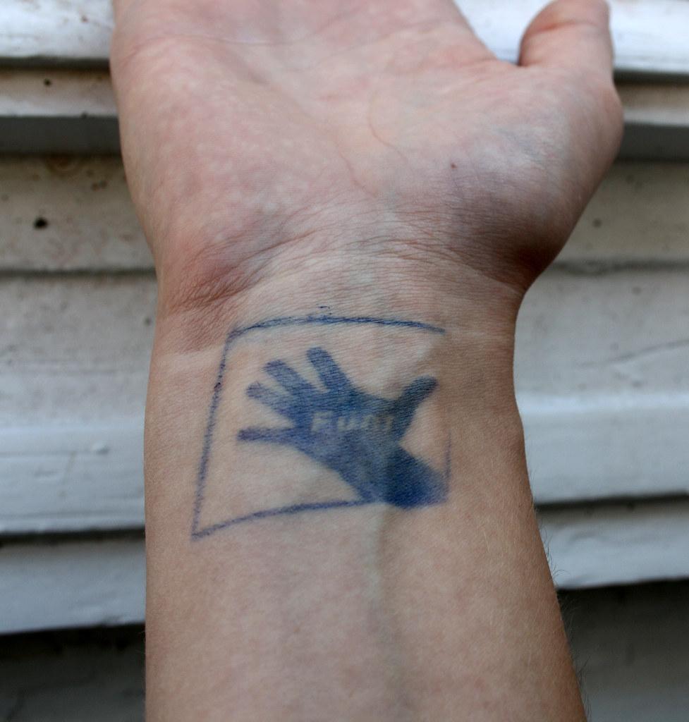 tattoo datum handgelenk arrow design paar namen u. Black Bedroom Furniture Sets. Home Design Ideas