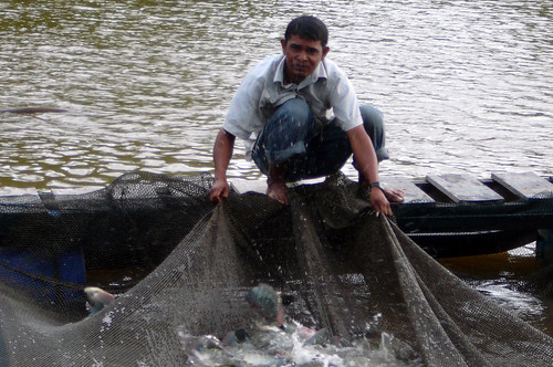 Fishing in Aceh, Indonesia, photo by Helen Leitch, 2008